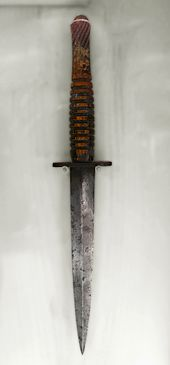 Fairbairn–Sykes fighting knife - Wikipedia