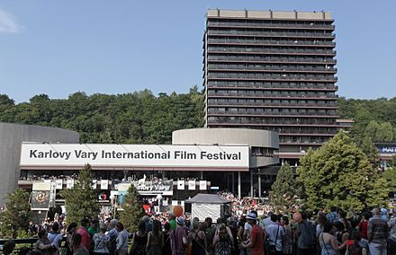 The Karlovy Vary Film Festival is the largest film festival in the Czech Republic Fanousci-behem-slavnostniho-zahajeni.jpg