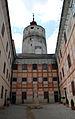 Forchtenstein Innenhof mit Turm.jpg