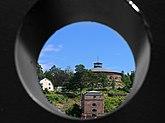 Fil:Fredriksborgs fästning genom kanonröret på Oskar Fredriksborg.jpg