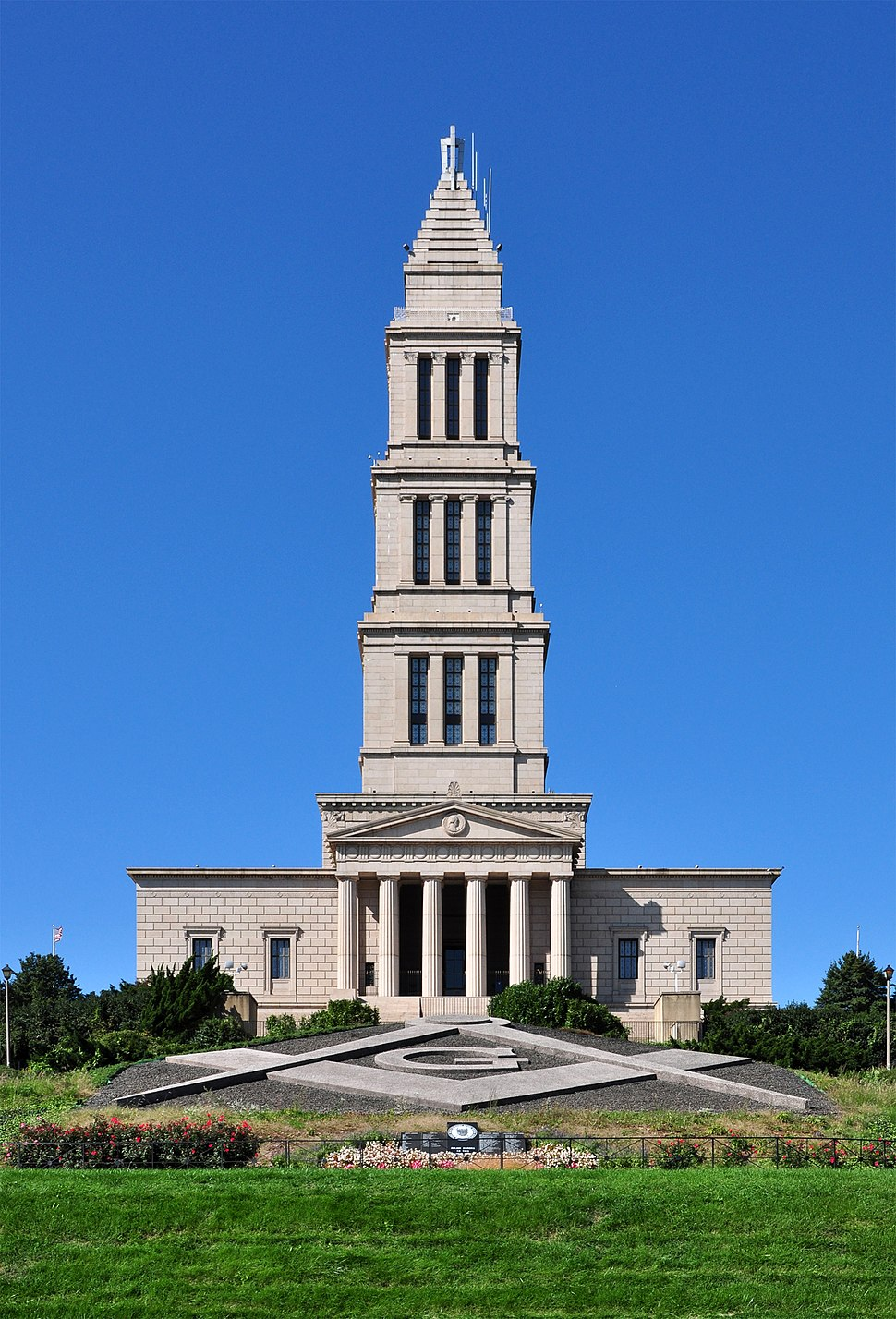 Front View of George Washington Masonic National Memorial