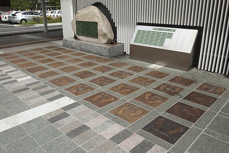 File:Fukuoka Marathon Monument.jpg