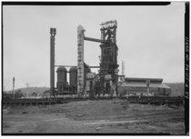 GENERAL EASTERN VIEW OF DOROTHY SIX BLAST FURNACE COMPLEX. (Jet Lowe) - U.S. Steel Duquesne Works, Blast Furnace Plant, Along Monongahela River, Duquesne, Allegheny County, PA HAER PA,2-DUQU,3A-54.tif