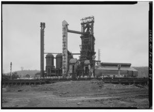 GENERAL EASTERN VIEW OF DOROTHY SIX BLAST FURNACE COMPLEX. (Jet Lowe) - U.S. Steel Duquesne Works, Blast Furnace Plant, Along Monongahela River, Duquesne, Allegheny County, PA HAER PA,2-DUQU,3A-54.tif