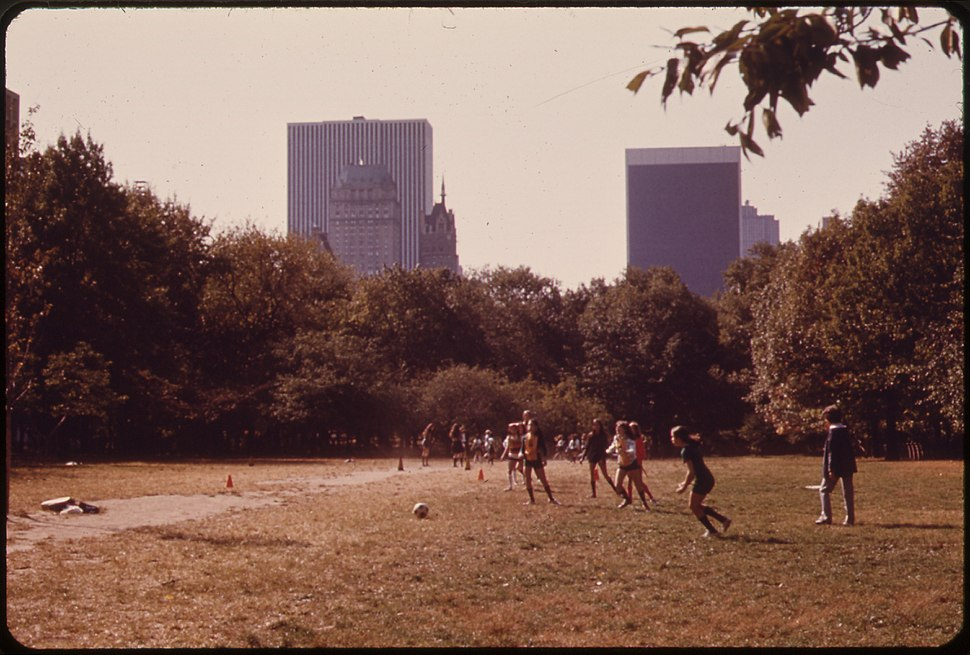 GIRLS PLAYING KICKBALL IN CENTRAL PARK - NARA - 551768