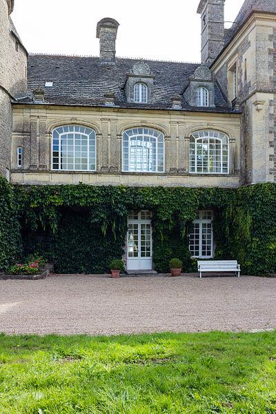 Français:  Galerie du château de Tocqueville à Tocqueville (France).