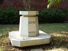 Raj Ghat: Gandhi's ashes at Aga Khan Palace (Pune, India).