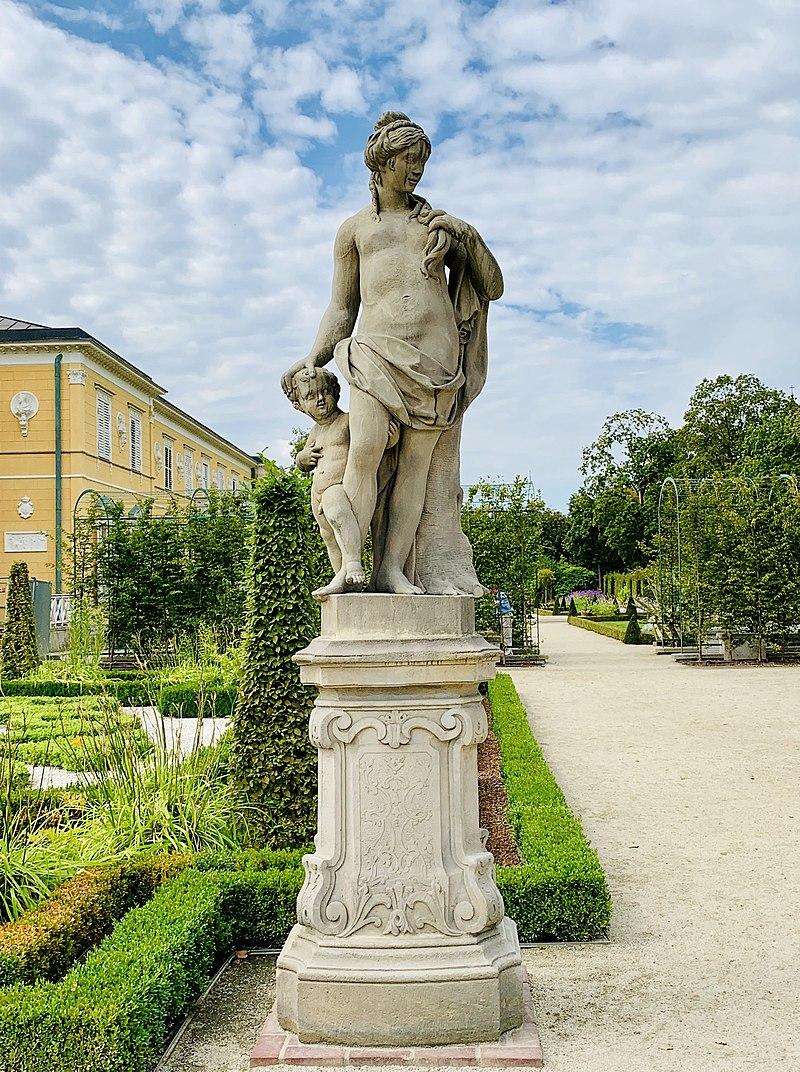 Garden sculptures of the Wilanów Palace, Poland 05.jpg