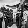 Gesluierde bruid op weg naar een 'choepa', het baldakijn waaronder de huwelijksv, Bestanddeelnr 255-0312.jpg