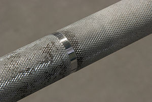 Olympic weightlifting - Knurling on an Olympic barbell