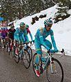 Giro d'Italia 2013, nibali verborgen achter zijn ploegmaats (17786586865).jpg