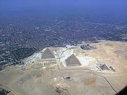 Giza pyramid complex from air (2928).jpg