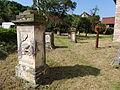Grabsteine neben der Kirche von Bechstedtstraß 2.JPG