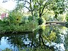 foto van Gracht rond borgterrein Luinga en boogbrug daarover