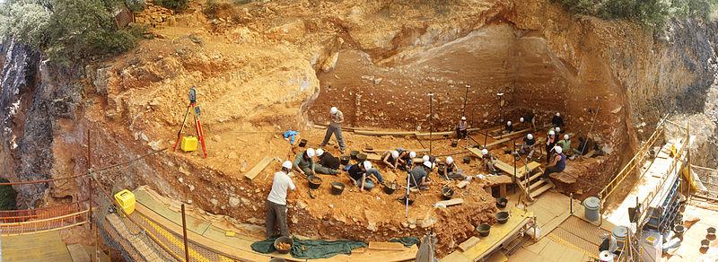 external image 800px-Gran_Dolina_2012_%28Sierra_de_Atapuerca%29.jpg