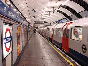 Green Park tube station - Image: Green Park Victoria Line train