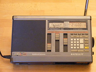 Shortwave radio - Grundig Satellit 400 solid-state, digital shortwave receiver, c. 1986