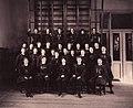 Gruppbild kvinnliga elever Gymnastiska Centralinstitutet Stockholm ca 1900 gih0130.jpg