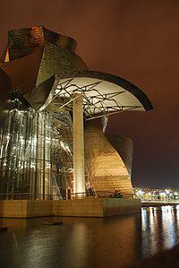 Guggenheim Bilbao Noche 3.jpg