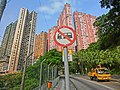 HK 天后 Tin Hau 寶雲道 Cloud View Road 雲景台 Evelyn Towers pink facades Seaview Court n Sky Horizon April-2014 traffic sign.JPG