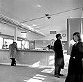 HUA-152557-Interieur van het N.S.-station Rotterdam Zuid te Rotterdam- hal, met loketten.jpg