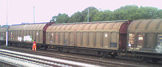 Covered goods wagon - German (DB) sliding-wall vans with 46.4m² loading area and various body heights for different loading gauges: Class Hbbillns310 (in front) and Hbbillns311 (behind)