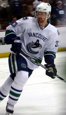 Photo de Sedin avec le maillot blanc des Canucks de Vancouver