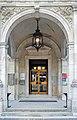Hermesvilla Eingang.jpg
