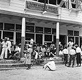 Het spreekuur in het kantoor van de districtscommisaris in Nieuw-Nickerie, Bestanddeelnr 252-5406.jpg