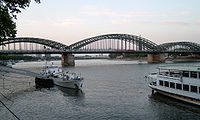 Hohenzollernbrücke-in-der-Dämmerung-Köln.jpg