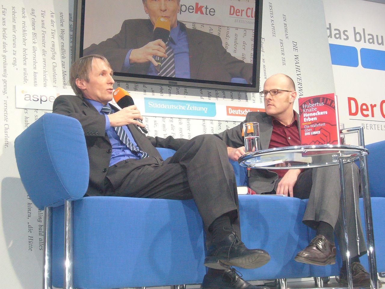 Hubertus Knabe auf dem Blauen Sofa (6318869369).jpg