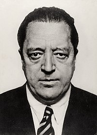 Hugo Erfurth - Portrait Ludwig Mies van der Rohe, 1934.jpg