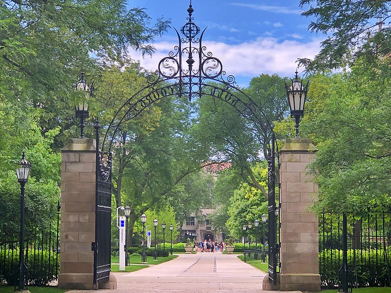 File:Hull Gate at the University of Chicago.jpg