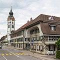 Huttwil - Marktgasse mit Wirtschaft Rössli und Reformierte Kirche.jpg