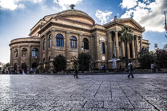 Il Teatro Massimo di Palermo.jpg