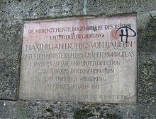 Gedenktafel an der Brücke über den Inn bei Rosenheim (Quelle: Wikimedia)