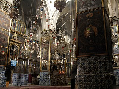داخل كاتدرائية القديس يعقوب للأرمن في حارة الأرمن في القدس.