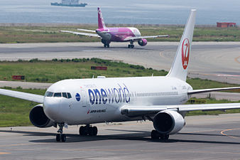 Japan Airlines, B767-300, JA8980 (19394439656).jpg