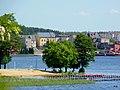 Jezioro Sępoleńskie na pierwszym planie plaża a na dalszym zabudowania Sępólna. - panoramio.jpg