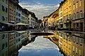Judd-Brunnen mit Spiegelung in Winterthur.jpg