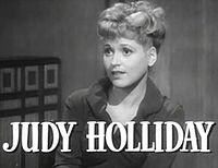 Judy Holliday Aatamin kylkiluun trailerissa