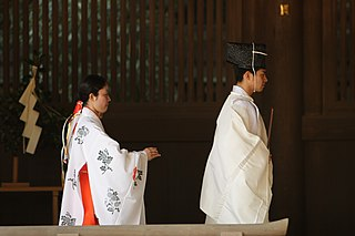 The person responsible for the maintenance of a Shinto shrine (神社 jinja) as well as for leading worship of a given kami