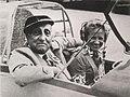 Karl Ritter mit der Fliegerin Hanna Reitsch in einem Scheibe-Falke 1968.jpg