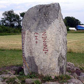 Karlevi Runestone - Reverse side of the runestone.