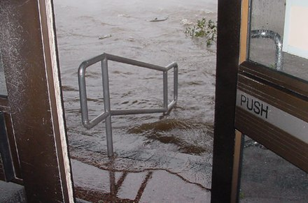 Flooding at the federal courthouse on Saint Joseph Street, three blocks from the waterfront, during Hurricane Katrina in 2005 KatrinaMobileCourthouseSteps.jpg