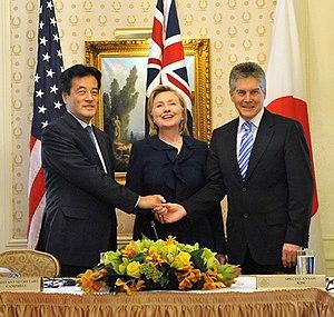 Katsuya Okada - With Hillary Clinton (centre) and Stephen Smith (right). (21 September 2009)