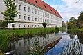 Klagenfurt Stift Viktring Ansicht Suedseite mit Parkteich 02102008 44.jpg