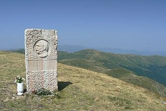 Kom Peak - Image: Kom basrelief view
