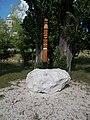 Kopjafa a Prímás-szigeten a Kis-Duna partján, Esztergomban.jpg
