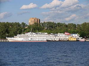 Kosmonavt Gagarin in North River Port 9-jun-2012 02.JPG
